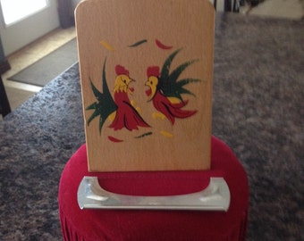 Vintage Wood Cheeseboard/serving tray withwire cheese cutter that fits inside. Handpainted Rooster