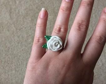 White rose ring
