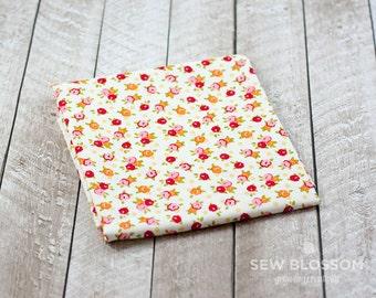 Farm Girl Pie Tins CREAM Floral Fabric - Riley Blake Designs C5025