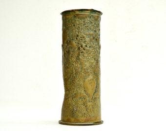 WWI Trench Art Vase  Vintage Artillery Shell Case Military Collectible Trench Art Jan 1917 Fleur-de-Lys pattern artisanat de tranchée