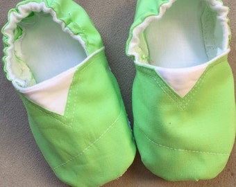 Soft green baby shoes, crib shoes, toms shoes, tinkerbell shoes, infant shoes, booties, slippers