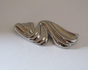 Vintage Silver Tone Brooch / Costume Jewelry / Estate Jewelry