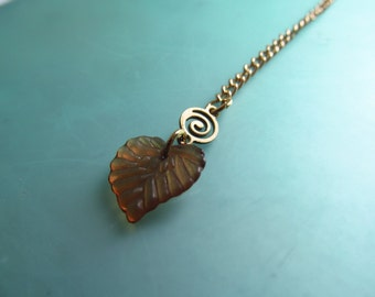 Dangling Leaf Necklace