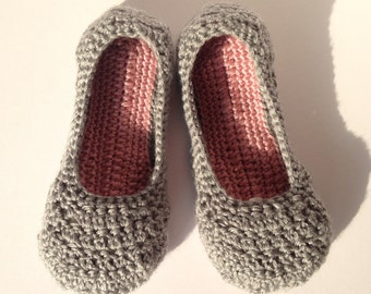 Womens Grey and Dusky Pink crochet slippers. Mothers day gift .Ladies house shoes. Non-slip sole