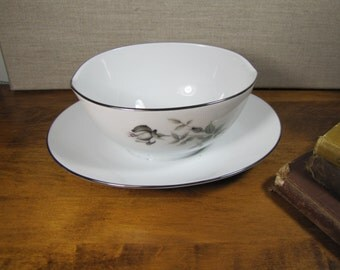 Noritake - Janette 6604 - Gravy Boat With Attached Underplate - Gray Rosebuds - Platinum Accent