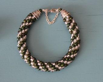 Kumihimo armband, Miyuki kraal donker metallic mat groen/crystal