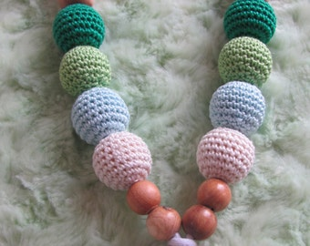 necklace of portage and breastfeeding in pearls of Juniper