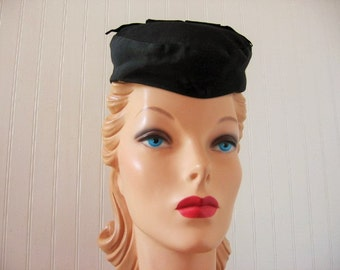 1940's Black Faille Beret with Grosgrain Top Bow!