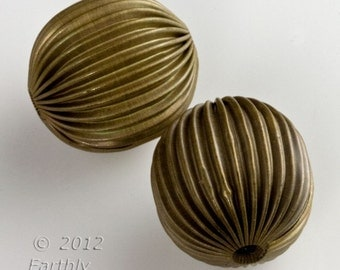 Vintage corrugated hollow brass melon beads. 20mm. Sold individually. b18-0406(e)
