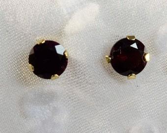 14 kt Yellow Gold Ant Hill Garnet Stud Earrings