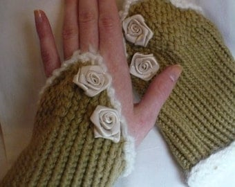 Elegant wrist-warmer for her