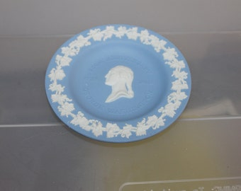 2 Dishes, Plates Wedgwood Jasperware, Authentic, George Washington 250th Birthday Anniversary The Capital & Lincoln Center FIND