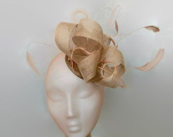 Cream fascinator with feathers, beige fascinator, beige wedding hats, feather headdress, hair feathers, bow fascinator,fascinators for races