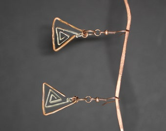 Hammered silver and copper triangle swirl earrings (EE2)