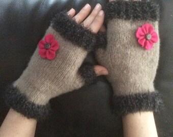 PDF Pattern Fingerless gloves bi-material, decorated with felt flower