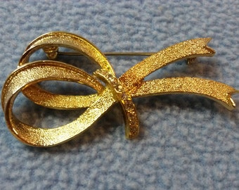 Sale!! Vintage Gold Ribbon & Rhinestone Brooch Pin (was 7.00)