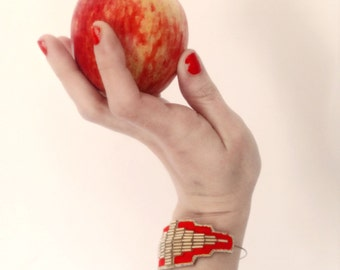 BRADERIE in April prototype art deco Bangle bracelet bracelet embroidered, embroidery in red cotton yarn and beads