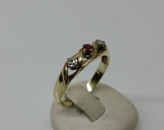 Ring gold 585 Ruby and small diamond vintage GR187