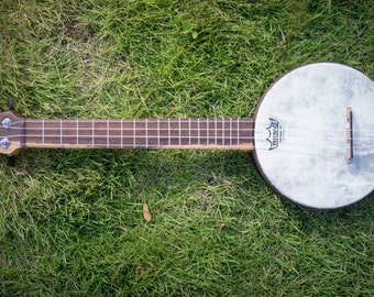 sTRum - Banjolele