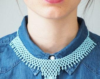 Collier perles bleu, collier ras de cou, collier plastron, collier original, collier ethnique, collier boho, collier minimaliste