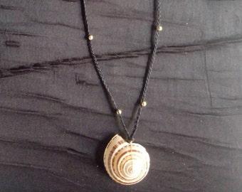 Shell pendant mecrame necklace