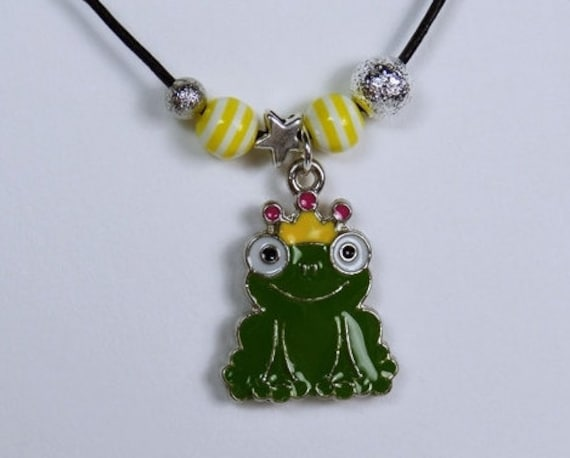 Necklace Frog King Pendant made of enamel in green with yellow crown on black leather-frog jewelry frog King Crown beads