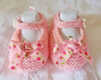 Small baby shoes made entirely by hand from Pink / Pink baby booties 1 to 3 months