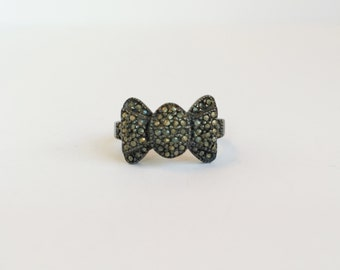 Vintage Bow Ring with Rhinestones