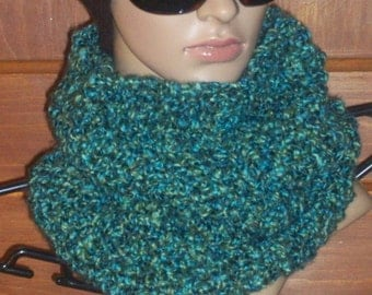 Green/Blue Cowl/Scarf/Infinity Scarf/FREE SHIPPING!!