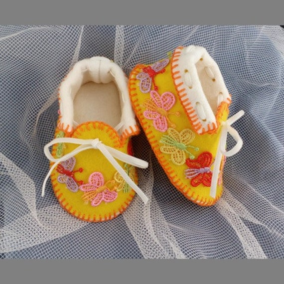 Sunny Baby Moccasins with Butterflies. Shoes in 100% Pure Wool Felt. Gift Boxed. 0-3 months OOAK