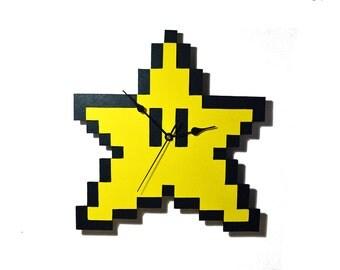 Wood wall clock of pixel Star of Super Mario Bros. 8 bit, Nintendo, game, gamer, videogame. Geek, nerd. Handmade, ornament. Home decor.