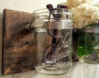 Triple Hanging Mason Jars / Mason Jar Decor Organizer / Reclaimed Wood Wall Decor / 3 Hanging Vases / Mason Jar Vase Bathroom Organizer