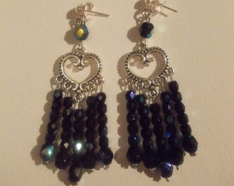 Black earrings with a bluish Sheen