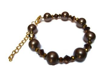 Swarovski pearls and bicone bracelet / Beaded bracelet / Pearl bracelet / Brown bracelet / Brown pearl and bicone bracelet / Dainty bracelet
