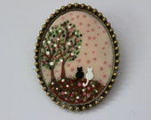 Two Little Cats. Lovely Handpainted Cameo Brooch
