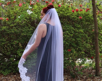 One layer veil with lace