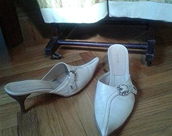 PRATESI is Hand-crafted vintage italian ivory sabot sandals-ivory Pratesi sabot Sandals handmade shoes