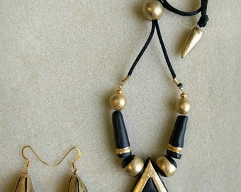 Black and gold necklace with earrings