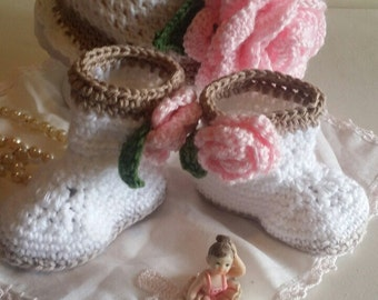 Baby Girl Rose Hat and matching booties. crochet hat, crochet set, Rose set, rose hat, rose beanie.