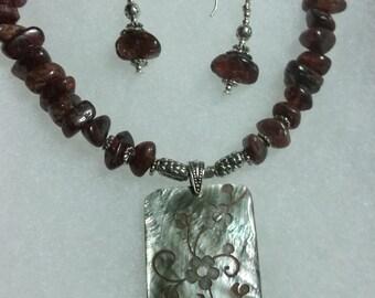 Garnet Gemstone with Shell Pendant Necklace Set