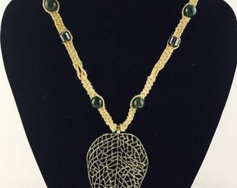 Leaf hemp necklace