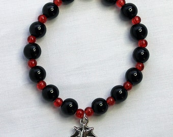 Gothic bat, glass, beaded charm bracelet in red and black (Code BB007)