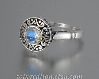 The SECRET DELIGHT silver ring with Moonstone and white sapphires