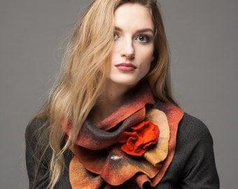 Scarf felt - Ruffled wavy collar - Warm mix colors - Soft merino wool - Gift under 50