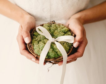 twig nest and moss ring bearer pillow, woodland wedding decor, Bird nest moss pillow, Rustic wedding, Pageboy, Unique pillow alternative