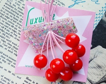 Luxulite classic brooch - Gorgeous pink flecked sparkling 40s 50s confetti lucite style novelty red cherry brooch