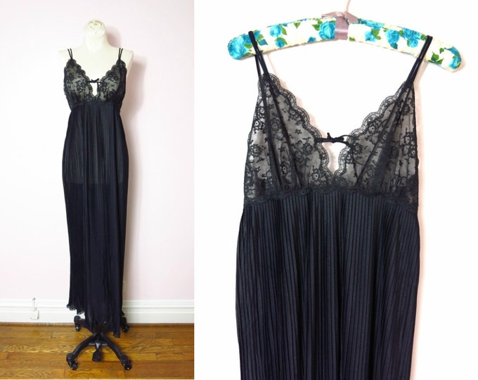 1970s Van Raalte Black Pleated Nightgown M