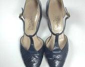 Vintage Navy Mary Janes Shoes Dark Navy Blue T Strap Salvatore Ferragamo size 6.5 7