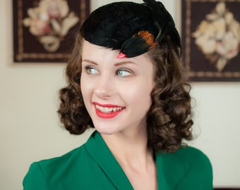 Vintage 1940s Hat - Dramatic Faux Bird Cap Style Tilt Hat with Glossy Black Feathers and Red Beak
