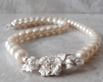 Ivory Pearl Bridal Necklace, Off White Bridal Jewelry, Cream Pearl Strand with Silver Flower, Pearl Wedding Jewelry, Bridal Necklace